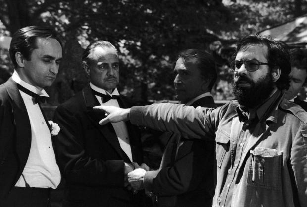 Marlon Brando, caracterizado como o mafioso Vito Corlone, e Francis Ford Coppola