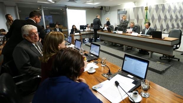 Brasília - A Comissão de Constituição e Justiça (CCJ) do Senado se reúne  para apreciar e votar a Proposta de Emenda à Constituição 55/2016 que limita os gastos públicos pelos próximos 20 anos. (Foto: Marcelo Camargo/Agência Brasil)