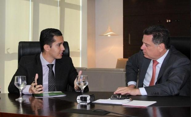 Prefeito eleito em Itumbiara, Zé Antônio (PTB), e governador | Foto: Humberto Silva/Governo de Goiás