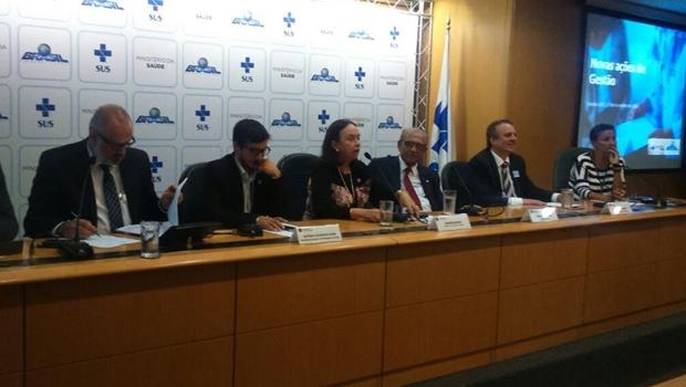 Deputado promove encontro entre representantes de cidades goianas e ministro da Saúde