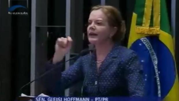 Durante votação da PEC 55, Gleisi Hoffman defende corte de salários de parlamentares