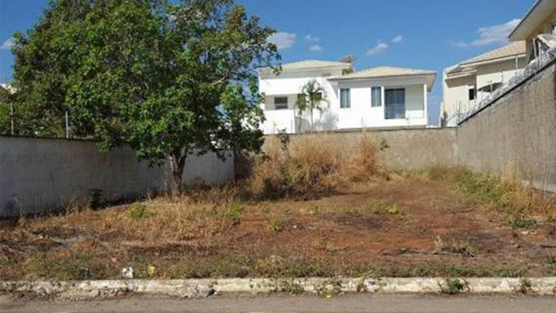 Projeto de lei obriga construção de muros e calçadas em lotes de Goiânia