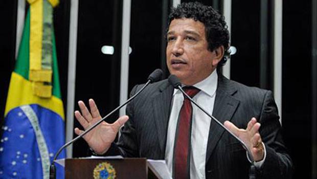 Senador propõe reduzir salários do Executivo, Legislativo e Judiciário a R$ 15 mil