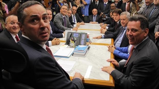 Ministro Luis Roberto Barroso em reunião com governadores