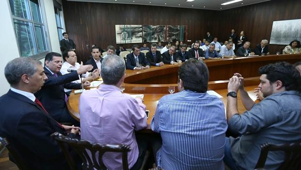 """""""Tenham prudência já na primeira hora"""", diz Marconi em encontro com prefeitos"""