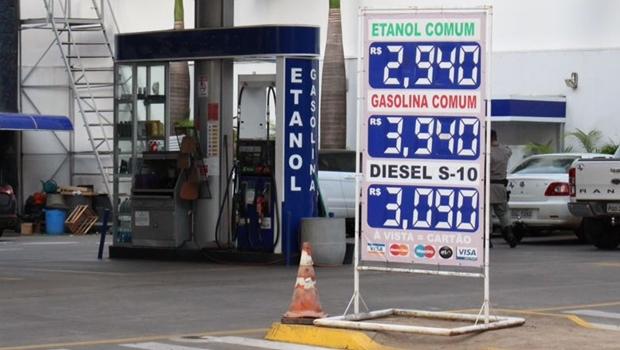 Juiz federal manda suspender aumento de impostos sobre combustíveis
