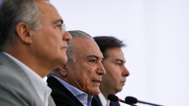 Presidentes Renan Calheiros, Michel Temer e Rodrigo Maia durante coletiva | Foto: Beto Barata/ PR