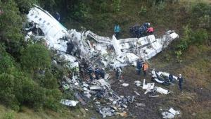 Colombianos atuam no resgate às vítimas do voo da LaMia: diante da tragédia, a excelência no trabalho   Foto: Luis Benavides
