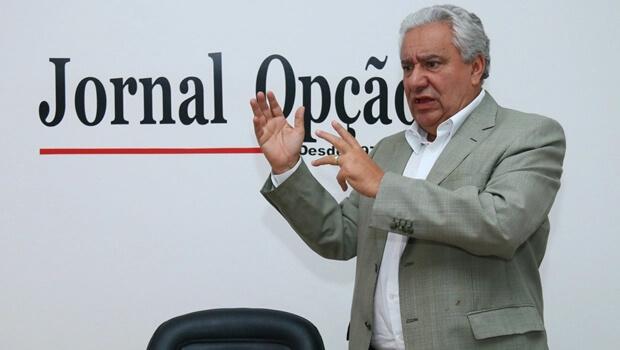 Vilmar Rocha diz que permanência de Renan na presidência do Senado evita crise institucional