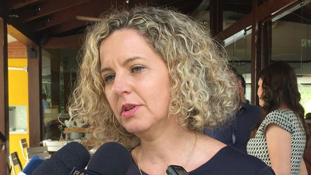 Adial esperou Ana Carla Abrão sair da Sefaz para discutir incentivos fiscais com o governo