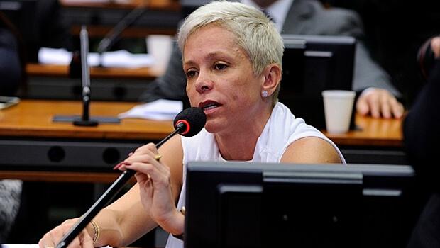 Relatora, Cristiane Brasil (PTB), se comprometeu a incluir na votação final mais sugestões de Zarattini | Foto: Billy Boss / Câmara dos Deputados
