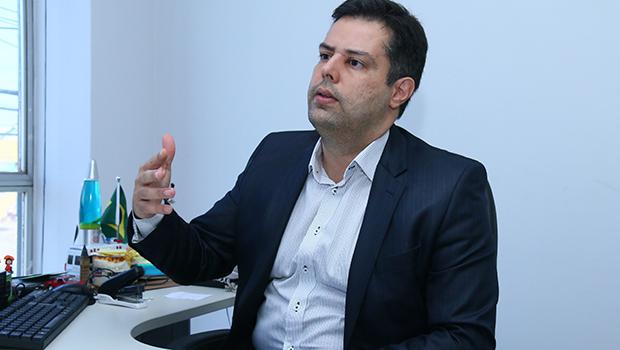 Delegado Eduardo Prado, já no início das investigações, defendeu a possibilidade de existir um serial killer matando mulheres | Fotos: Fernando Leite / Jornal Opção