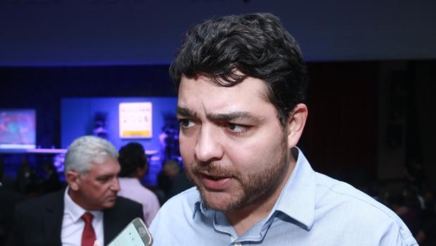 Henrique Arantes diz que os 28 deputados repetirão o voto pela reeleição da mesa diretora
