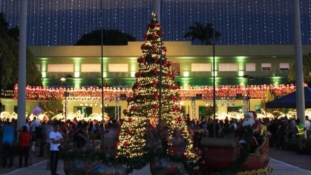 Praça Cívica está sendo preparada para Show de Natal da OVG