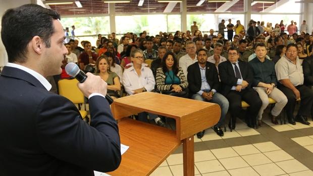 Delegado Emmanuel Henrique destacou a importância de manter as crianças na escola   Foto: Jota Eurípedes