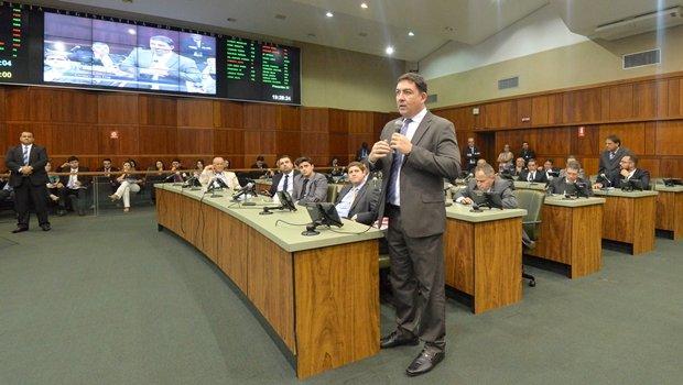 José Vitti durante sessão extraordinária | Crédito: Marcos Kennedy / Alego