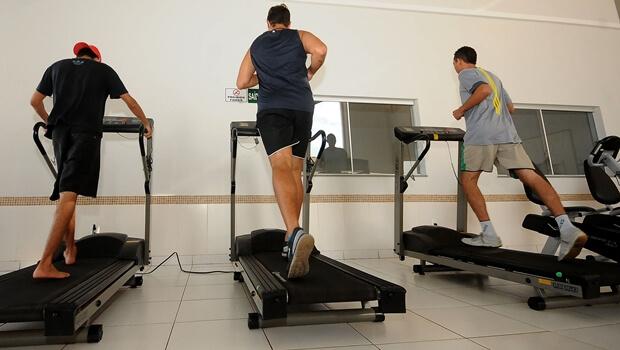 Pesquisa sugere que hormônio liberado durante atividade física inibe avanço da Covid-19 no corpo