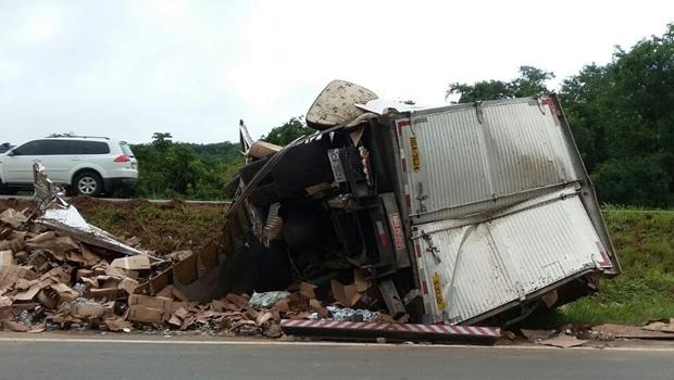 Mãe e filho morrem em acidente de trânsito no interior de Goiás