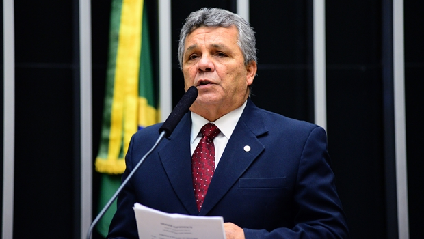 "Alberto Fraga chama segunda via de ""mala sem alça"""