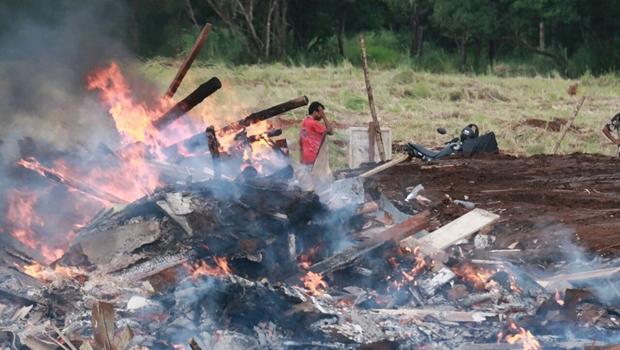 Desocupação deixa rastro de destruição e famílias sem abrigo em Goiânia