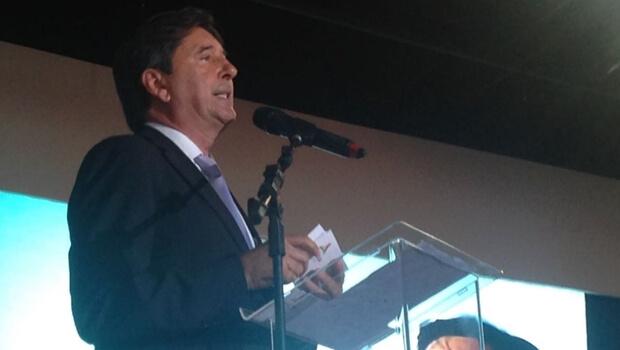 Emocionado, Maguito comemora resultados em posse do sucessor Gustavo Mendanha