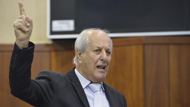 Manoel de Oliveira, na ausência de José Vitti, assume o comando da Assembleia Legislativa