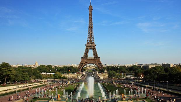 Governo francês decide construir muro a prova de balas em volta da Torre Eiffel