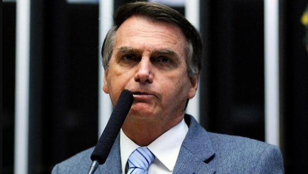 Em enquete do próprio filho, Bolsonaro vai perdendo disputa para Lula
