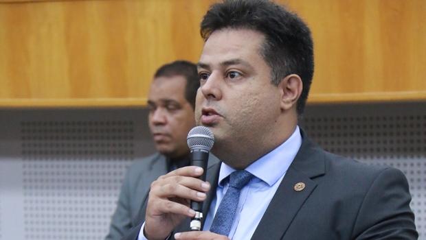 """Vereador questiona prefeitura sobre """"atribuições"""" de Dona Íris como primeira-dama"""