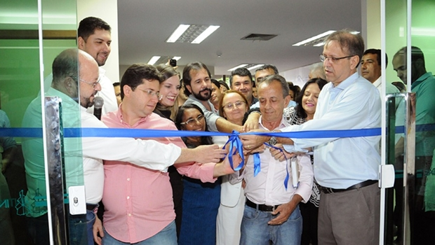 Marcelo Miranda inaugura centro de informações de Saúde e entrega ambulâncias
