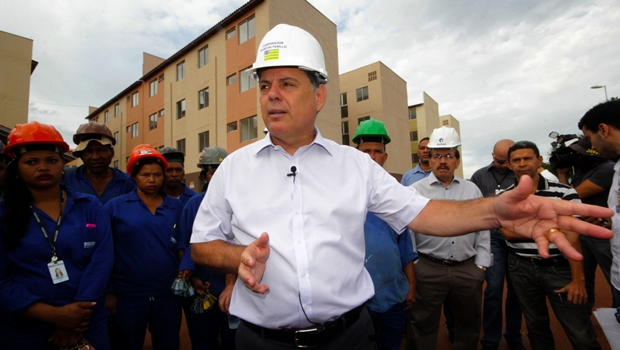 Marconi faz vistoria em obras habitacionais em Goiânia