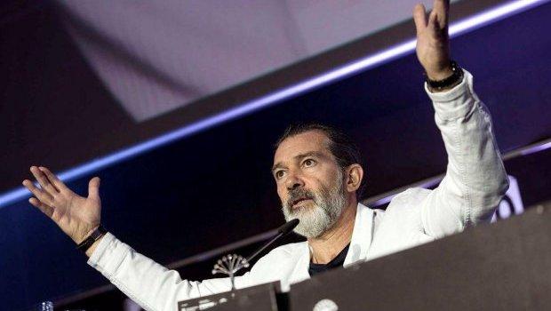 Ator Antonio Banderas sofre infarto e admite que havia minimizado seus problemas de saúde