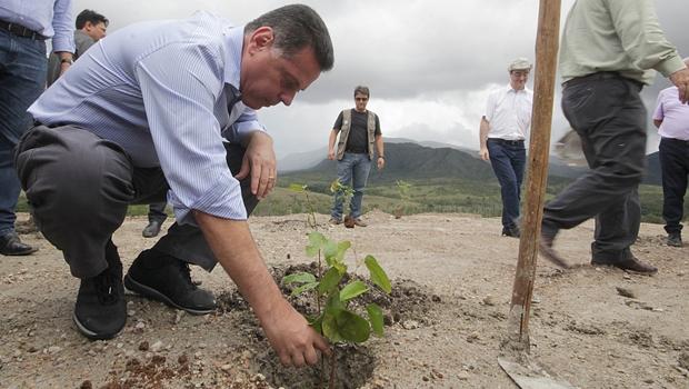 Marconi lança reserva ambiental e anuncia possível retorno da Votorantim em Niquelândia