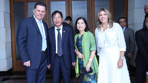 Marconi discute fortalecimento de intercâmbios comerciais com embaixador do Vietnã