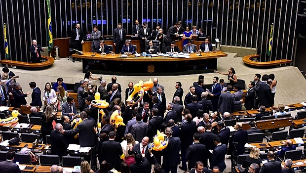Câmara aprova fim de discussão de projeto que libera terceirização