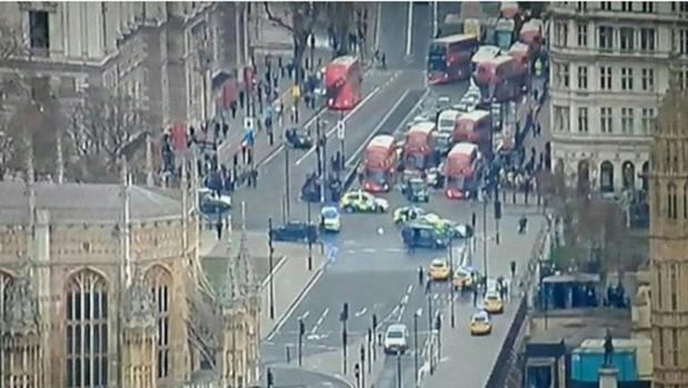 Tiroteio em frente ao Parlamento britânico causa pânico e deixa ao menos quatro mortos