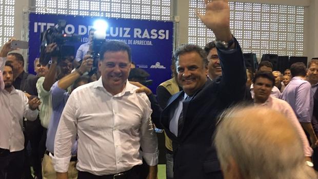 De surpresa, Aécio Neves vem a Goiás parabenizar Marconi