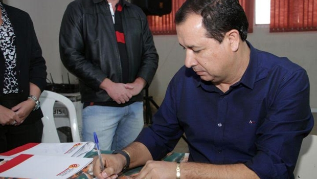 Hildo do Candango cumpre promessa de campanha e concede auxílio refeição