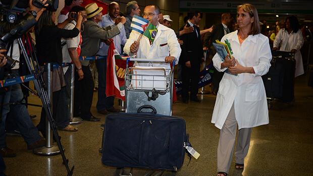 Cuba suspende envio de 710 médicos ao Brasil para o Mais Médicos