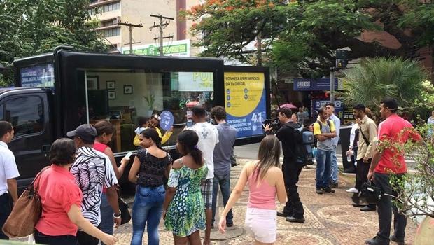 Record Goiás realiza Blitz Digital para esclarecer sobre canal digital da emissora