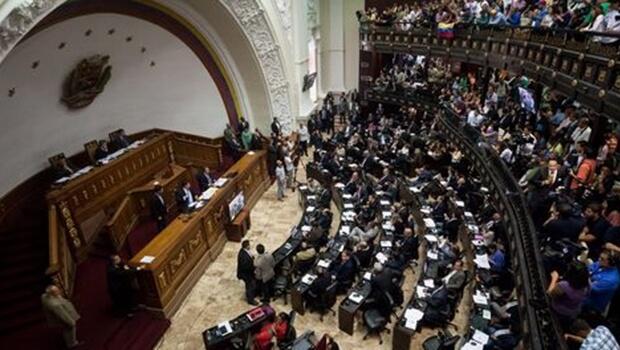 Tribunal da Venezuela revoga decisão de assumir as funções do Parlamento