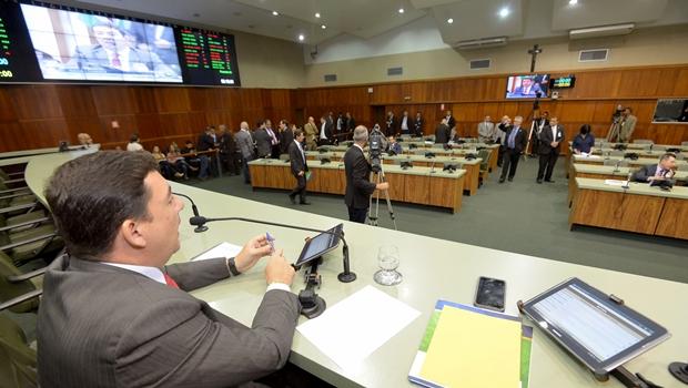 Em sessão extraordinária, Assembleia aprova projetos do governo