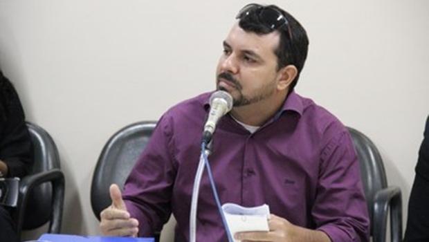 Empresário diz ter entregue cavaletes para a prefeitura, mas não apresenta provas