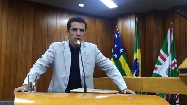 Assembleia de Goiás homenageia investigado por corrupção na Comurg