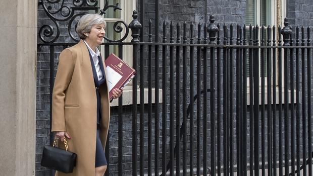 Theresa May anuncia eleições no Reino Unido para junho