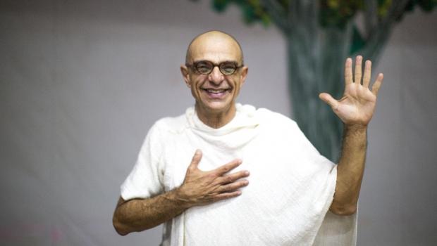 Vida e obra de Gandhi são retratadas em peça em Goiânia