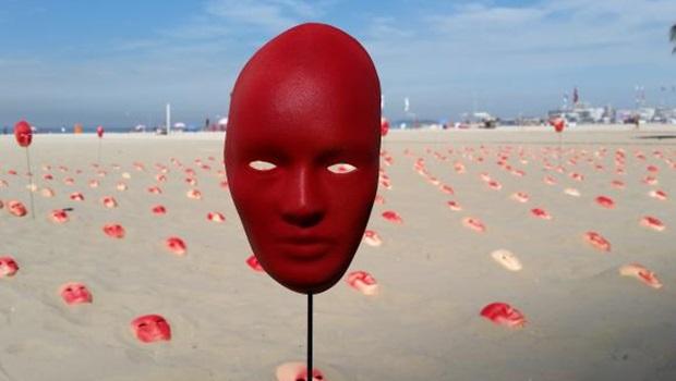 Ato com máscaras em Copacabana pede fim da corrupção e reforma política