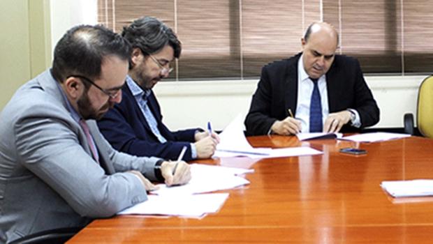MP-GO e Unimed Goiânia assinam termo de cooperação