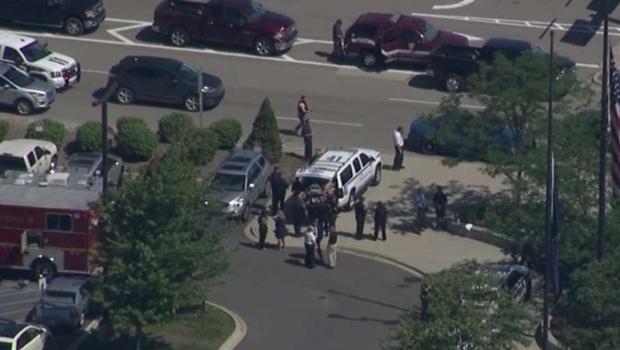 Polícia esfaqueado em aeroporto nos Estados Unidos
