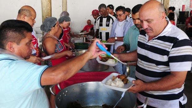 Almoço comunitário reúne fieis em festa do Divino